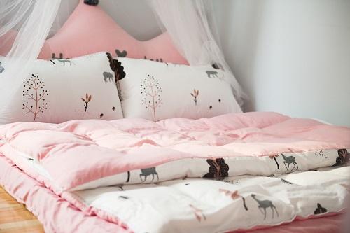 bed-bedroom-comfort-763148